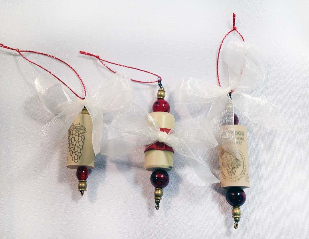 Ornaments made from wine corks - Wouldn T It Be So Pretty To Have A Tree Full Of These I Think So Wine Cork