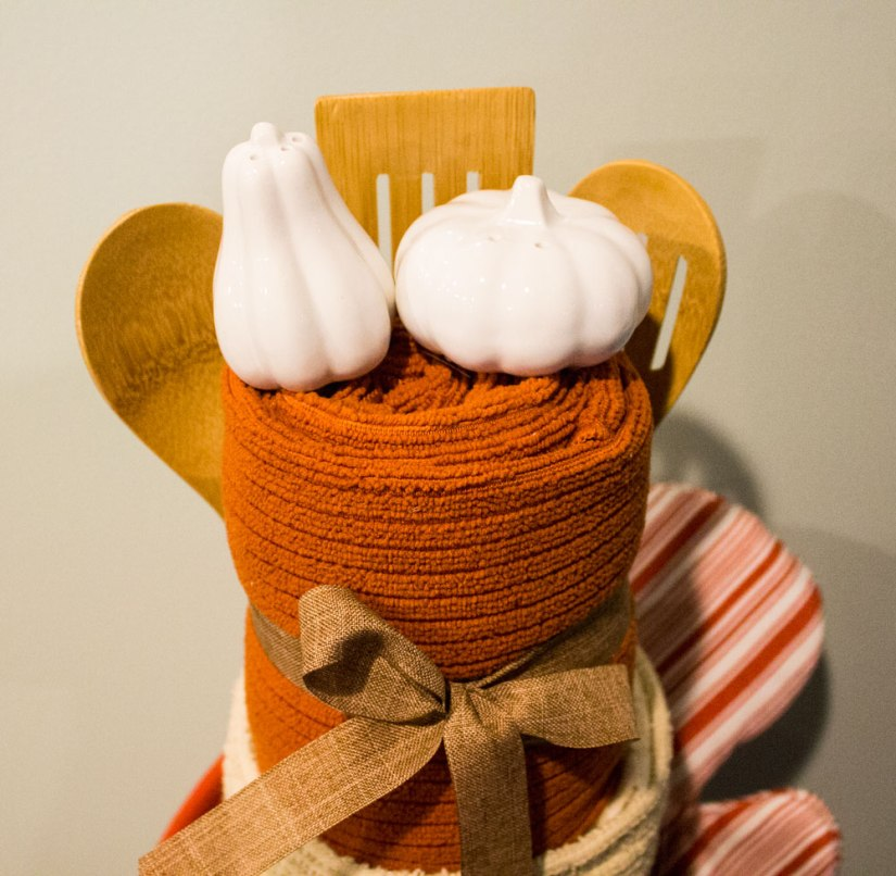 Kitchen-Towel-Cake_top